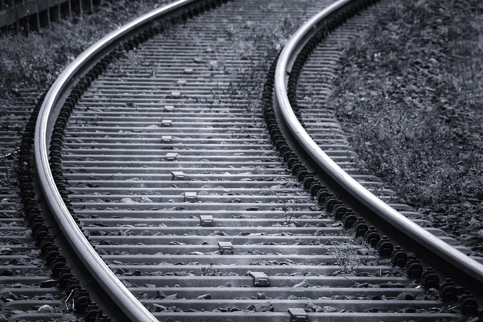 rails-3703349_960_720